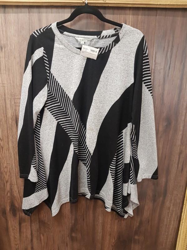 Cleo Black/Grey Sweater/Tunic  size L