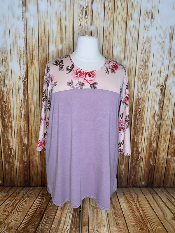 Southern Stitch 2x floral top