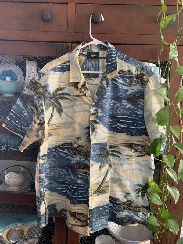 Royal Creations men's Hawaiian shirt made in Hawaii size xl