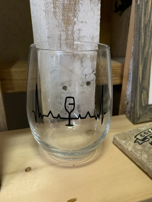 Single wine glass heart beat