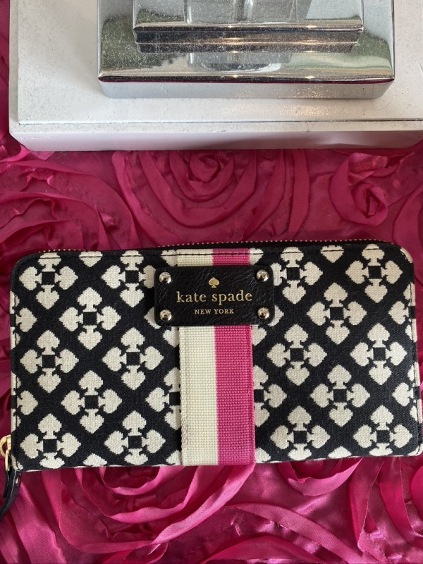 Kate Spade NY black and white pattern wallet