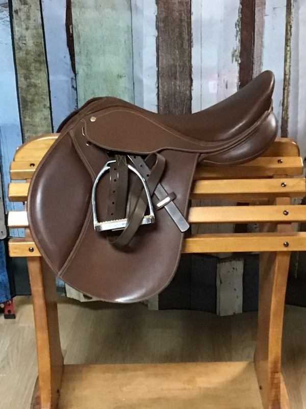 """16.5"""" Winec Close Contact Saddle with Leathers and Irons"""