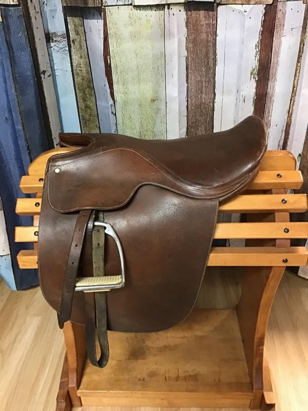"""19.5"""" Kentucky Saddlery Saddle Seat Saddle with Leathers and Irons"""