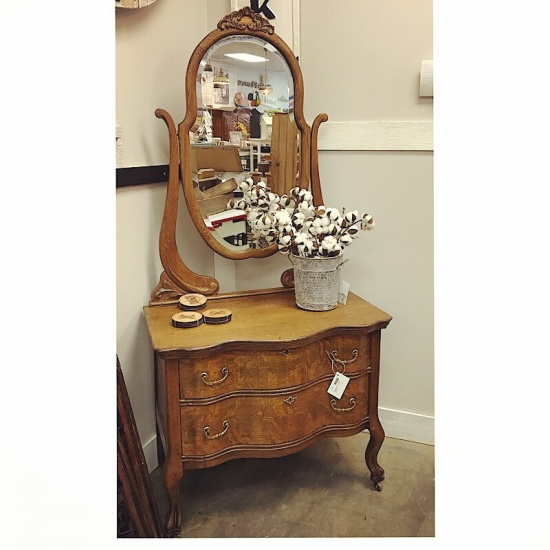 - Gracie's Cottage Furniture Antique Tiger Oak Dresser & Mirror-00A01G