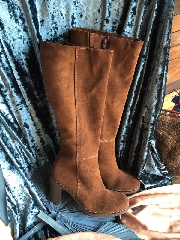 La canadienne brown tall suede boots