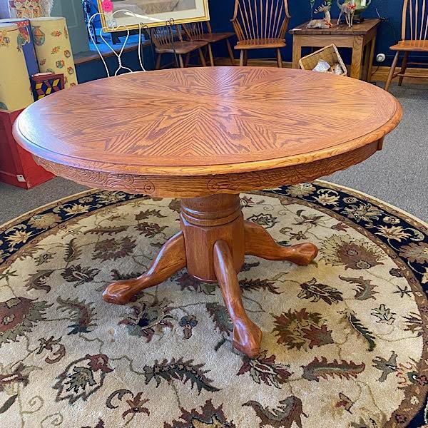 Round Oak Pedestal Table / includes 1 leaf