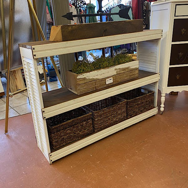 Shutter Console With 3 Baskets
