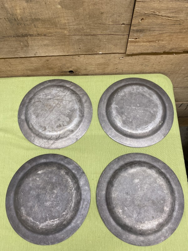 Set of 4 Vintage Wilton Armetale RWP Plough Tavern  Plates Aged Finish Primitive