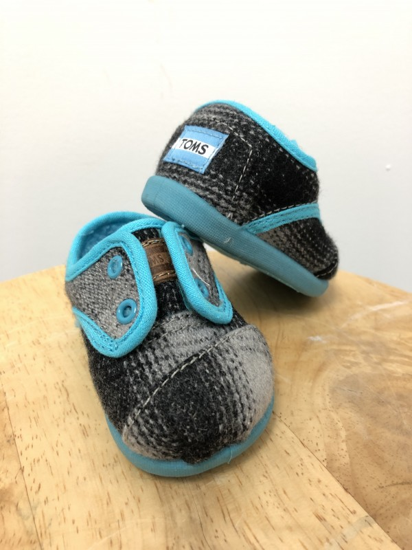 096677aab5 Lady Bear Resale Boutique | Shoes | Toms Tiny Slip Ons-02900S