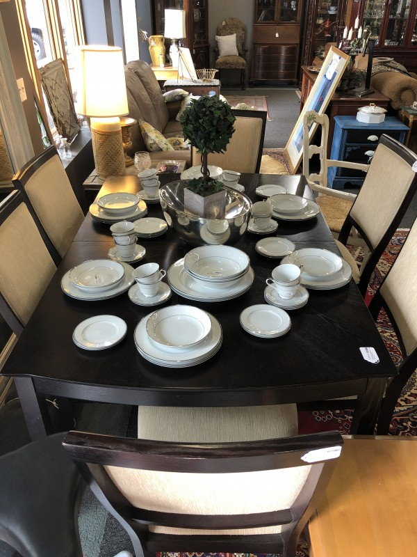 Stanley Dining Table +8 chairs, 2 leafs 20