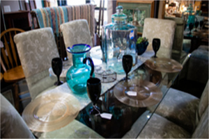 Set Glass Table & Chairs | Simply Home Consignments