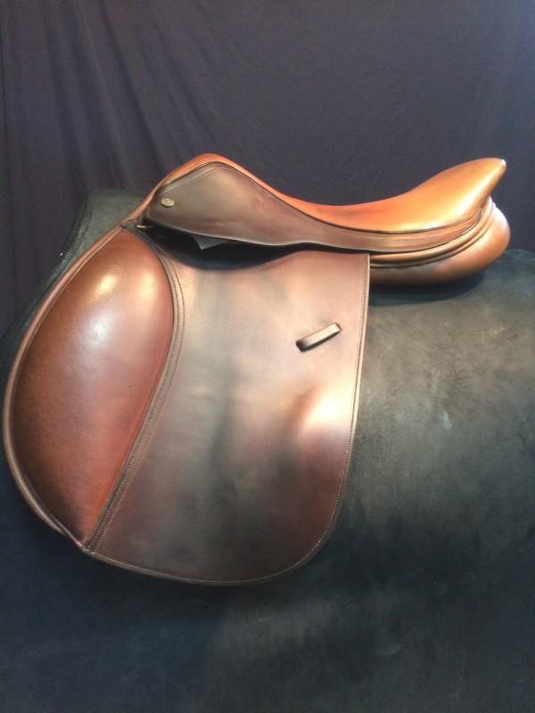 Tudor Tack Shoppe   Saddle: English - Close Contact