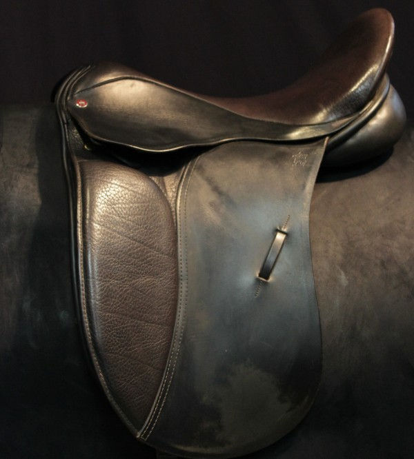 Tudor Tack Shoppe   Saddle: English - Dressage   02B003