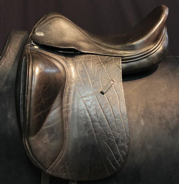 Tudor Tack Shoppe   Saddle: English - Dressage   01B00A